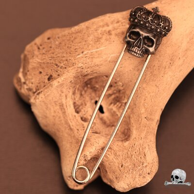 Crowned Skull Safety Pin Silver